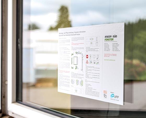 Adhäsionssticker für Kennzeichnungen auf Glas
